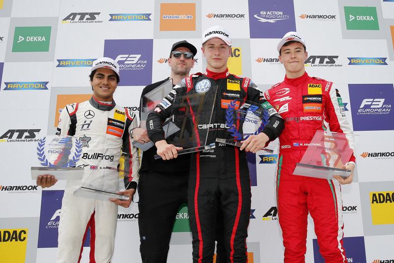 Podium : Le vainqueur Jüri Vips, Motopark Dallara F317 - Volkswagen, le deuxième, Enaam Ahmed, Hitech Bullfrog GP Dallara F317 - Mercedes-Benz, le troisième, Marcus Armstrong, PREMA Theodore Racing Dallara F317 - Mercedes-Benz