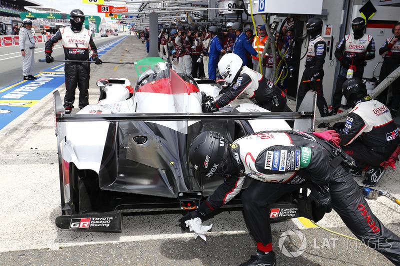 #7 Toyota Gazoo Racing Toyota TS050: Mike Conway, Kamui Kobayashi, Jose Maria Lopez pits with trouble