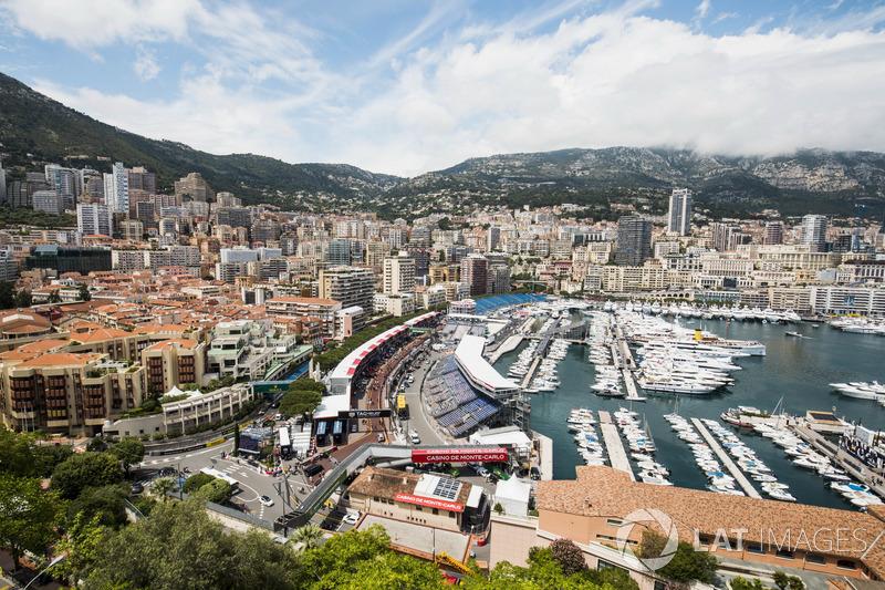 Panoramica della pista e del porto
