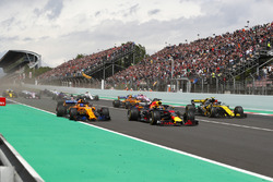 Max Verstappen, Red Bull Racing RB14, Fernando Alonso, McLaren MCL33 y Carlos Sainz Jr., Renault Sport F1 Team R.S. 18