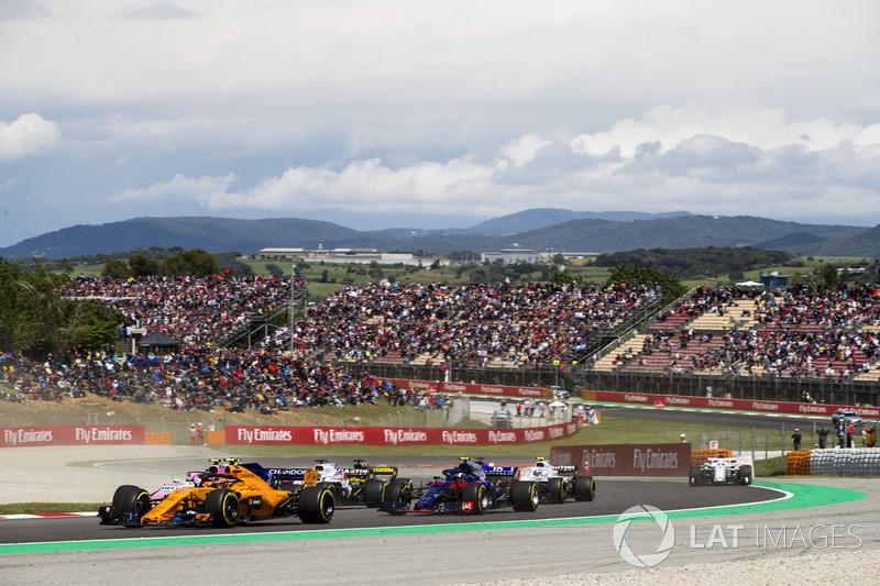 Стоффель Вандорн, McLaren MCL33, Эстебан Окон, Sahara Force India F1 VJM11, и Пьер Гасли, Scuderia Toro Rosso STR13