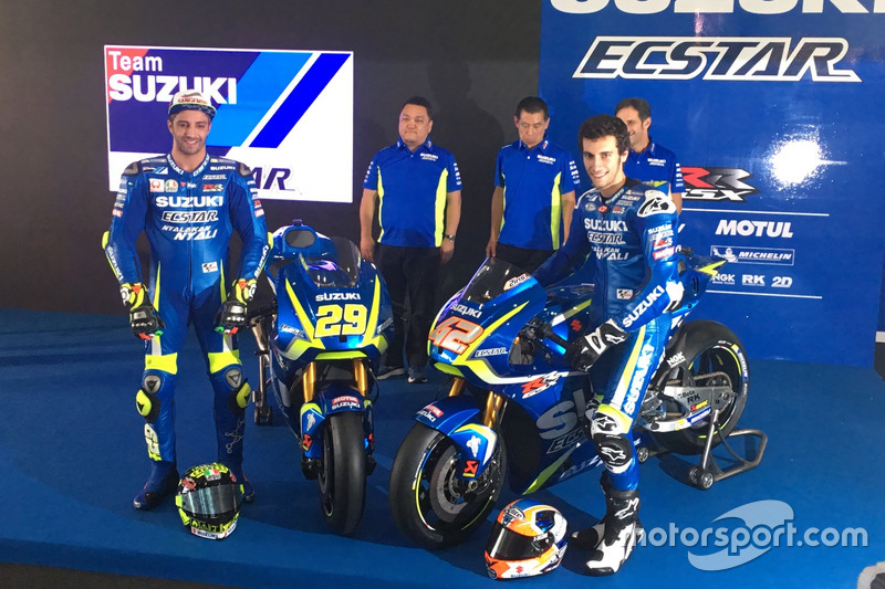 Andrea Iannone en Alex Rins met de Suzuki MotoGP-machine van 2017