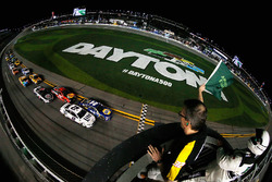 Brad Keselowski, Team Penske Ford, and Chase Elliott, Hendrick Motorsports Chevrolet, lead the field to the green flag to start the Monster Energy NASCAR Cup Series Can-Am Duel 1