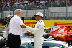 Ross Brawn, Managing Director of Motorsports, FOM, congratulates Lewis Hamilton, Mercedes AMG F1, on securing his record equalling 68th Pole position