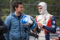 Jolyon Palmer, pembalap Renault Sport F1 Team, bersama adiknya, Will Palmer, R-ace GP