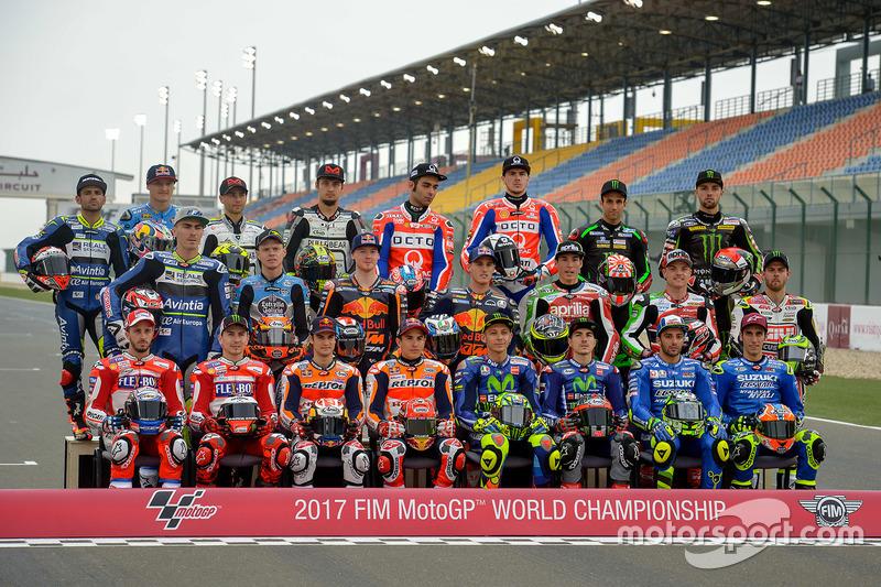 Групове фото усіх гонщиків прем'єр-класу сезону 2017 року