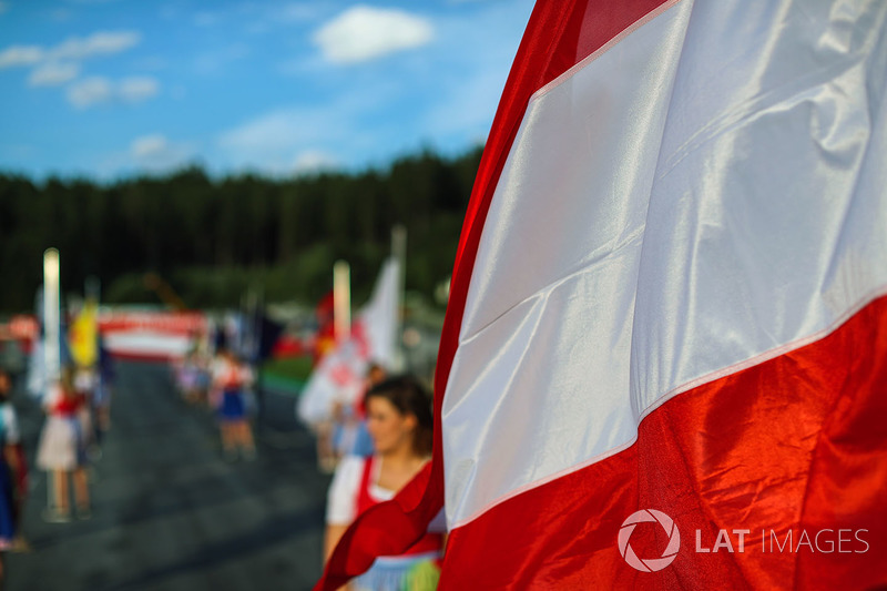 Grid girl, flag of Austria
