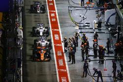 Fernando Alonso, McLaren MCL32, Lance Stroll, Williams FW40, Felipe Massa, Williams FW40 and Romain Grosjean, Haas F1 Team VF-17