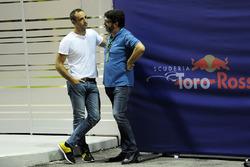 Cyril Abiteboul, Managing Director de Renault Sport F1 y Luis García Abad, Representante de Fernando Alonso