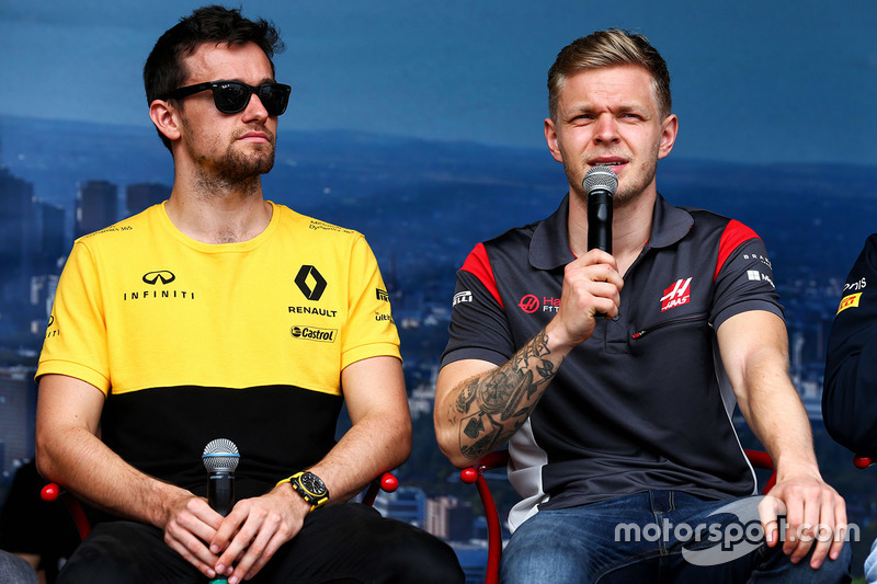 Jolyon Palmer, Renault Sport F1 Team; Kevin Magnussen, Haas F1 Team