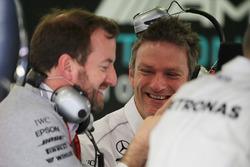 Bradley Lord, Mercedes AMG F1, Pressesprcher; James Allison, Mercedes AMG F1, Technikchef