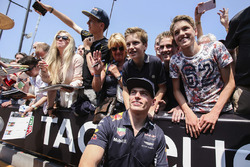 Max Verstappen, Red Bull, a group of fans