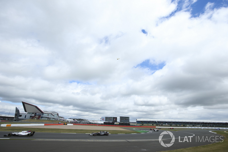 Феліпе Масса, Williams FW40, Ромен Грожан, Haas F1 Team VF-17