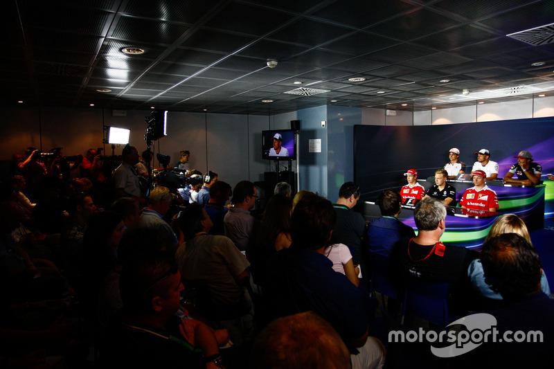 Esteban Gutiérrez, Haas F1 Team; Jenson Button, McLaren; Carlos Sainz Jr., Scuderia Toro Rosso; Sebastian Vettel, Ferrari; Kevin Magnussen, Renault Sport F1 Team; Kimi Raikkonen, Ferrari