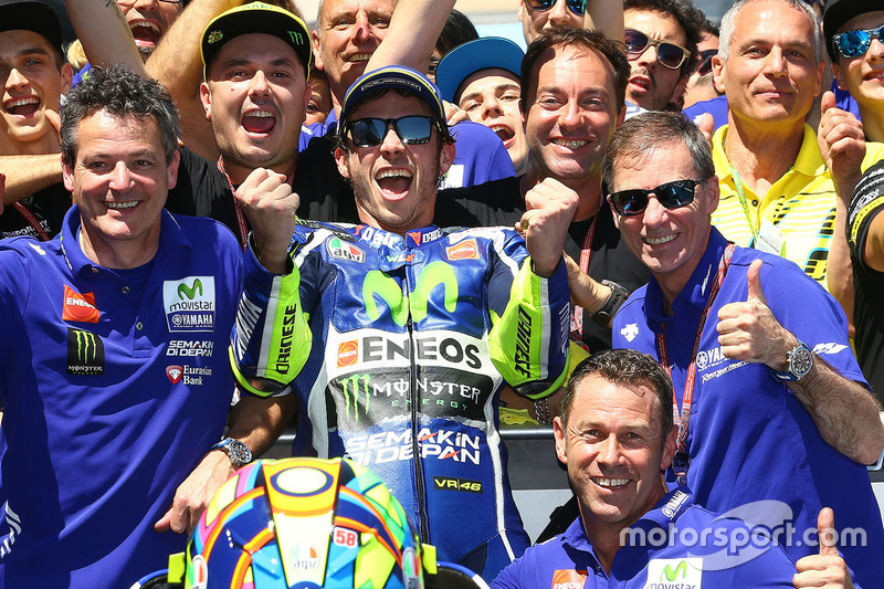 Winner Valentino Rossi, Yamaha Factory Racing celebrates with the team in parc ferme