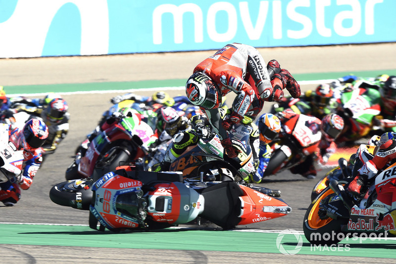 Jorge Lorenzo, Ducati Team cae al inicio de la carrera