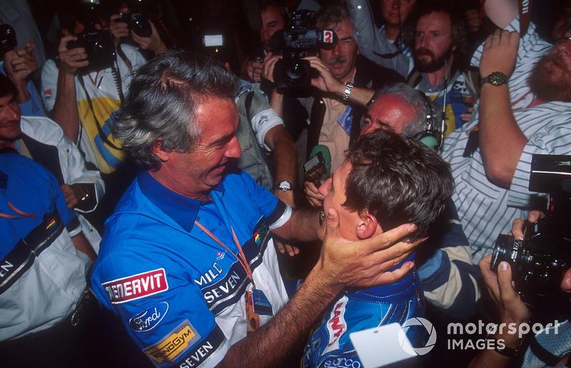 Flavio Briatore félicite Michael Schumacher, Benetton