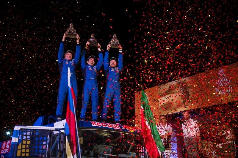 Подіум: #500 Team Kamaz Master: Едуард Ніколаєв, Євген Яковлєв, Володимир Рибаков