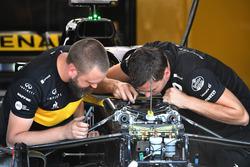 Renault Sport F1 Team mechanics work on Renault Sport F1 Team R.S. 18