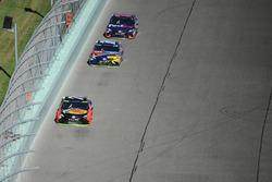 Martin Truex Jr., Furniture Row Racing Toyota, Kyle Busch, Joe Gibbs Racing Toyota, Denny Hamlin, Jo