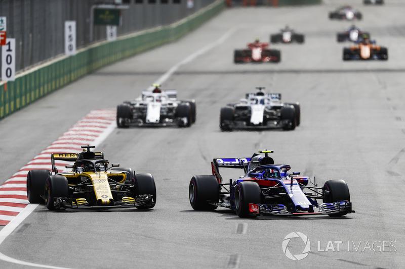 Pierre Gasly, Toro Rosso STR13 Honda, leads Nico Hulkenberg, Renault Sport F1 Team R.S. 18, Lance Stroll, Williams FW41 Mercedes, Charles Leclerc, Sauber C37 Ferrari