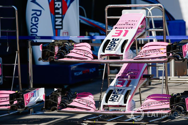Les ailerons avant des voitures de Sergio Perez, Force India et Esteban Ocon, Force India