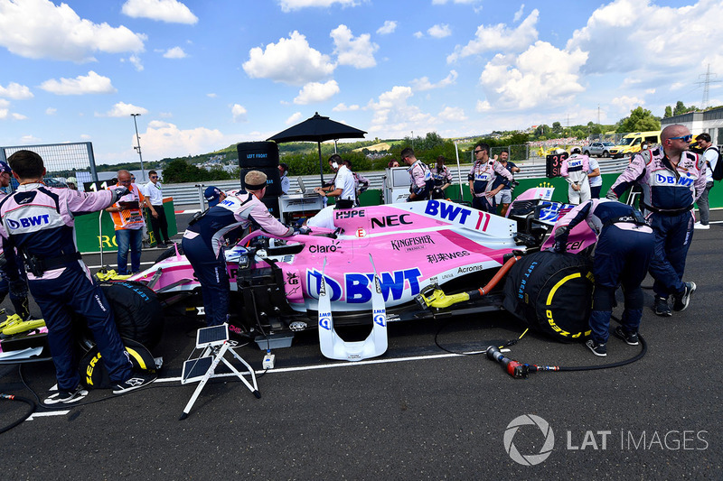 Sergio Perez, Force India VJM11 en la parrilla