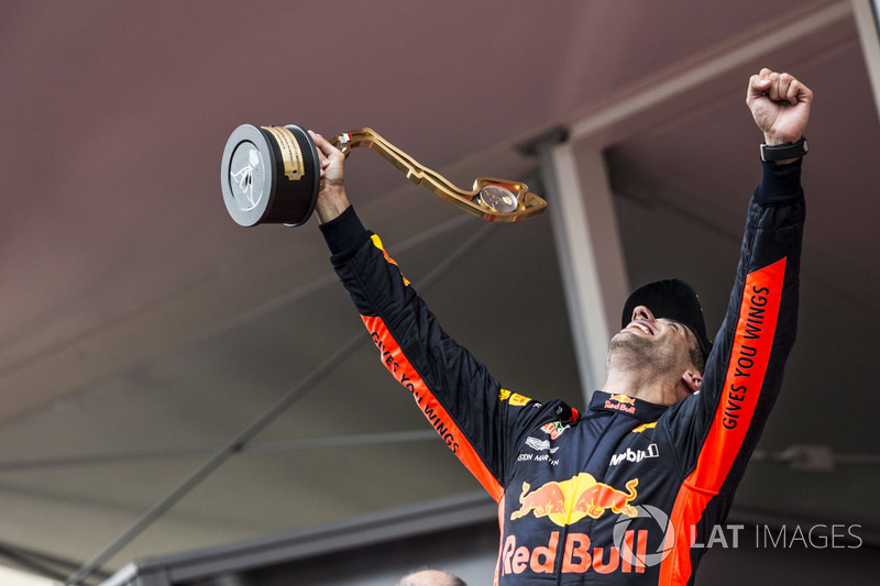 Podyum: Yarış galibi Daniel Ricciardo, Red Bull Racing