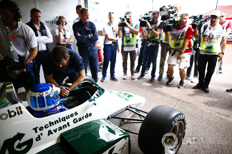 Les Champions du monde, Keke Rosberg et son fils Nico Rosberg, préparent une démonstration à Monaco