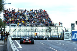 Jean Alesi, Tyrrell 018; Ayrton Senna, Mclaren MP4/5B