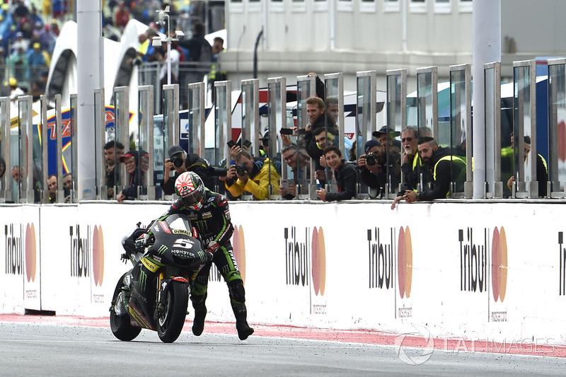 A cena do dia foi a de Johann Zarco empurrando sua moto nos últimos metros.