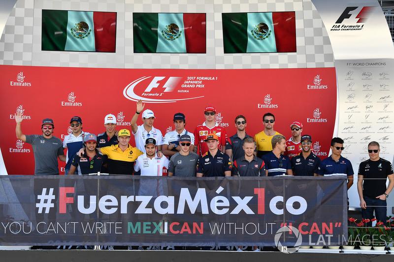 Los pilotos en el podio con el #FuerzaMex1co