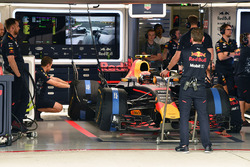 Max Verstappen, Red Bull Racing RB13 in the garage