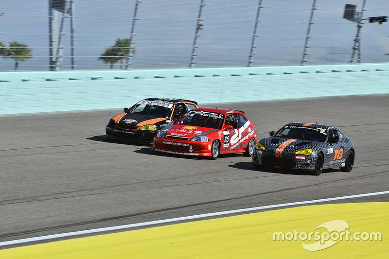 #33 MP4A Honda Civic driven by Felipe Jaramillo of Honda 33 Racing, #105 MP4C Honda Civic driven by