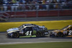 Kurt Busch, Stewart-Haas Racing Ford, Brad Keselowski, Team Penske Ford