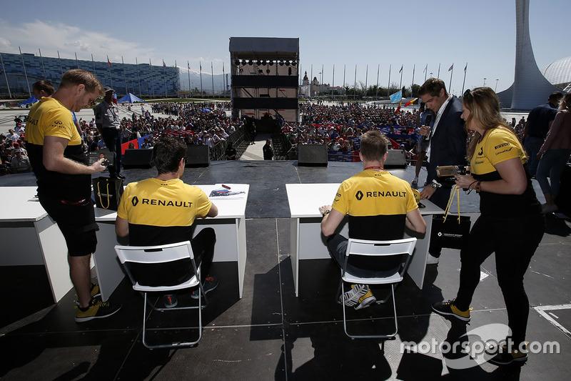 Jolyon Palmer, Renault Sport F1 Team and Nico Hulkenberg, Renault Sport F1 Team sign autographs for
