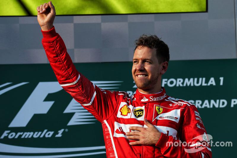 Mas tudo começou diferente. Na abertura do campeonato, na Austrália, Vettel venceu e disparou na frente – era a primeira vez que o alemão liderava um campeonato com a Scuderia.