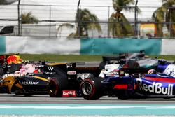 Nico Hulkenberg, Renault Sport F1 Team RS17, Felipe Massa, Williams FW40, Pierre Gasly, Scuderia Toro Rosso STR12, startta