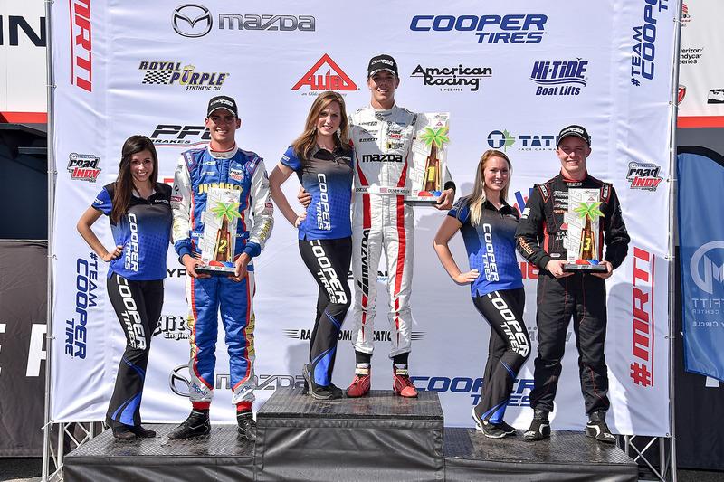 Podio: ganador de la carrera Oliver Askew, Cape Motorsports, Rinus van Kalmthout, Pabst Racing el segundo lugar y tercer lugar Parker Thompson, Autosport exclusivo