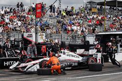 Arrêt au stand de Helio Castroneves, Team Penske Chevrolet