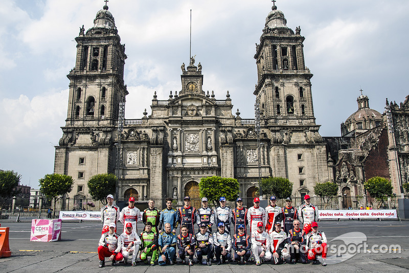 Групповое фото экипажей WRC