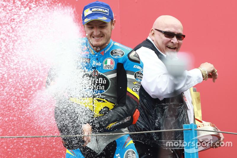 Podyum: 1. Jack Miller, Marc VDS Racing Honda şampanya ile zaferini kutluyor