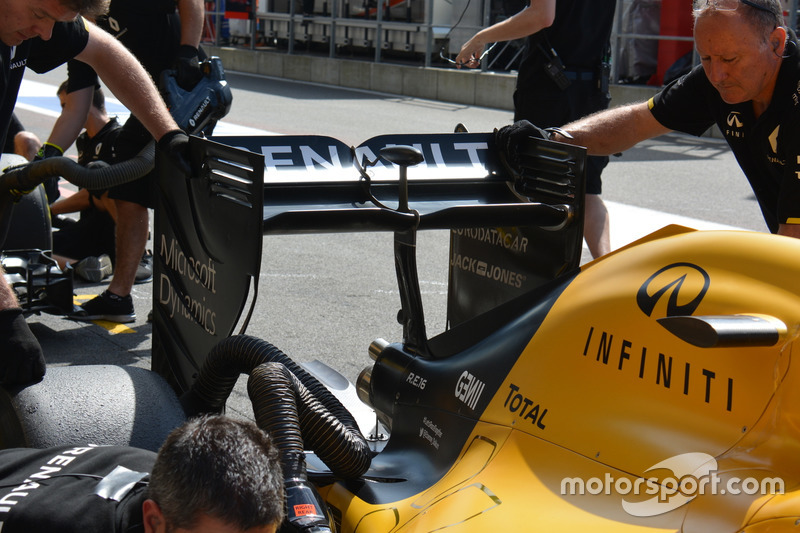 Renault Sport F1 Team RS16, ala posteriore