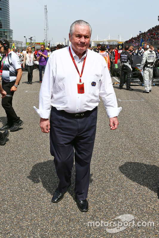 Alan Jones, FIA Steward on the grid