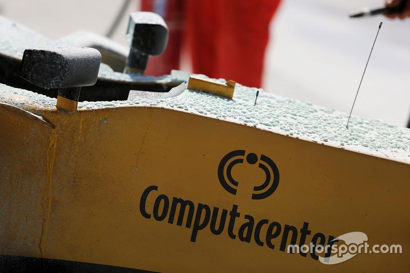 The burned car of Kevin Magnussen, Renault Sport F1 Team RS17