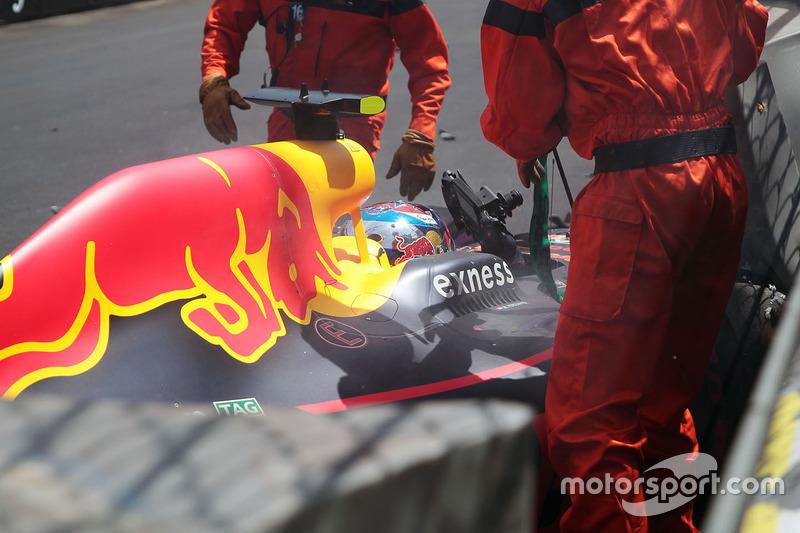 Max Verstappen, Red Bull Racing RB12 va a sbattere in qualifica