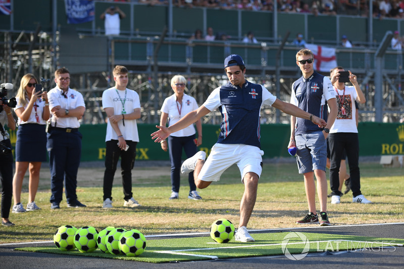 Lance Stroll, Williams joue au football