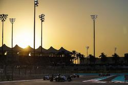 Lewis Hamilton, Mercedes F1 W07 Hybrid, voor Nico Rosberg, Mercedes F1 W07 Hybrid