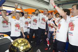 Le Champion du monde Marc Marquez, Repsol Honda Team, et son team
