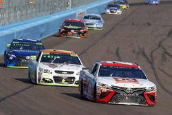 Matt Kenseth, Joe Gibbs Racing Toyota, Chase Elliott, Hendrick Motorsports Chevrolet